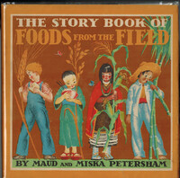 Underneath the book title are four children representing the four foods of the field. From left to right, a blond-haired boy with light skin in overalls holding a stem of wheat, eats a slice of bread; a dark-haired Asian girl in a dress and red geta, holding a stem of rice, hugs a bowl of rice; an indigenous North American girl in a dress and red cloak holds a corn stalk; a boy with brown skin in a white suit and straw hat, holding sugar cane stalks, sucks the cane juice from the end of one stalk.